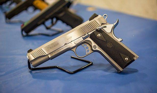 pistol-1350484_640